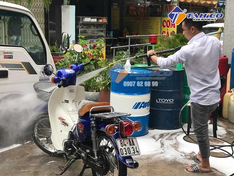 Ứng dụng của máy bơm nước rửa xe khá đa dạng