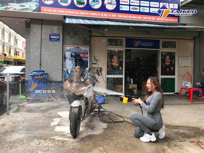 Rửa xe tiện lợi với máy rửa xe gia đình