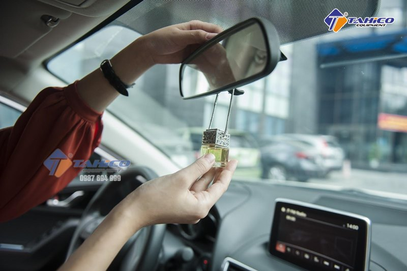 Tinh dầu treo xe giá khá rẻ